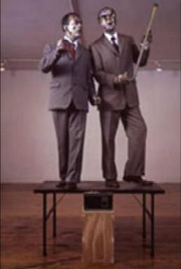Gilbert & George. Dainuojanti skulptura,1969